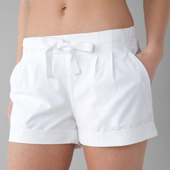 Lululemon Spring Breakaway Shorts, White, Size 10